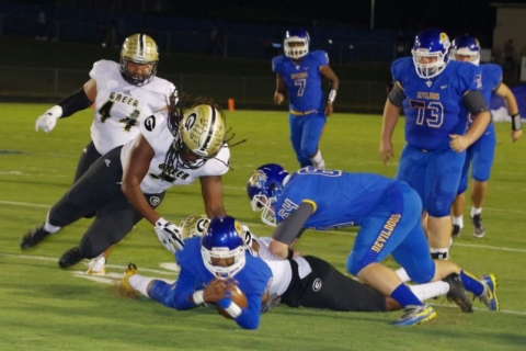 Jackets sting Devildogs on Homecoming